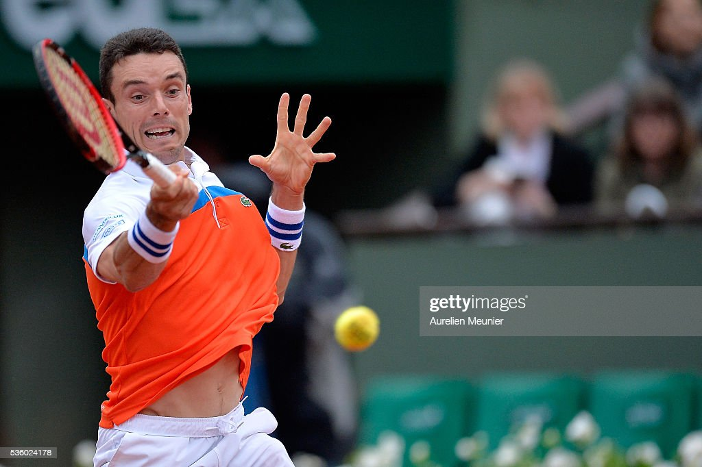 Roberto Bautista Agut of Spain plays a forehand during his men's singles fourth round match against Novak Djokovic of Serbia on day ten of the 2016 French Open at Roland Garros on May 31, 2016 in Paris, France.