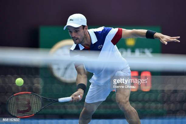 Roberto Bautista Agut of Spain returns a shot during his Men's singles quarterfinal match against Grigor Dimitrov of Bulgaria on day seven of the...