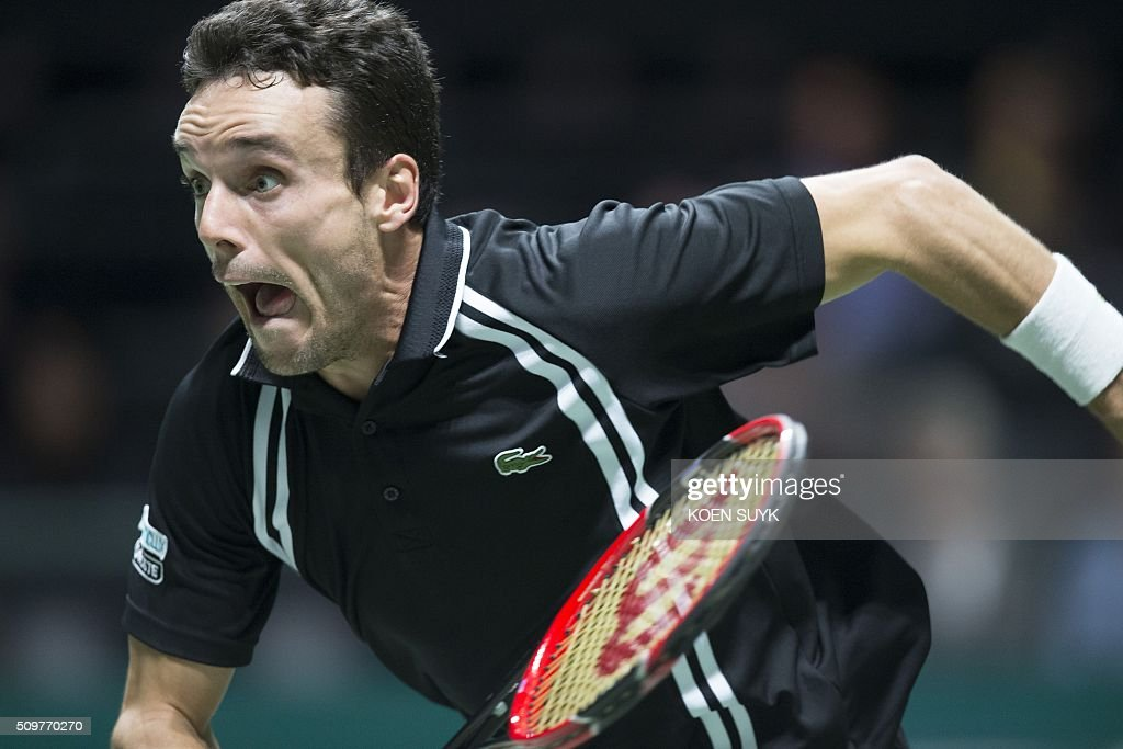Roberto Bautista Agut of Spain returns the ball to Martin Klizan of Slovakia in the quarterfinals of the ABN AMRO World Tennis Tournament in Rotterdam, Netherlands, on February 12, 2016. / AFP / ANP / Koen Suyk / Netherlands OUT