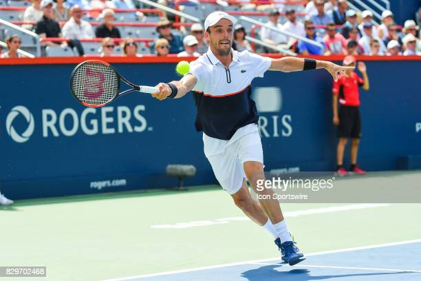 Roberto Bautista Agut returns the ball during his third round match at ATP Coupe Rogers on August 10 at Uniprix Stadium in Montreal QC
