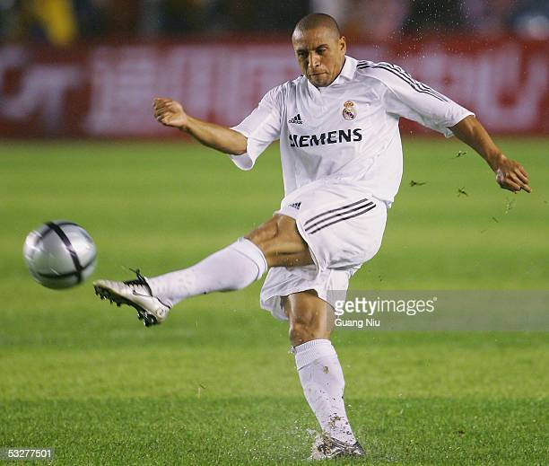 Roberto Carlos of Real Madrid in action during an exhibition match against Beijing Hundai on July 23 China Real Madrid won the match by 32