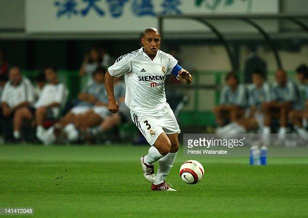 Roberto Carlos of Real Madrid in action during the preseason friendly match between Tokyo Verdy 1969 and Real Madrid at Ajinomoto Stadium on August 1...