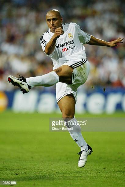 Roberto Carlos of Real Madrid strikes the ball during the UEFA Champions League Group F match between Real Madrid and Olympic Marseille on September...