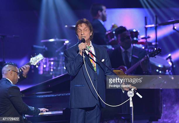 Roberto Carlos performs onstage at the 2015 Billboard Latin Music Awards presented bu State Farm on Telemundo at Bank United Center on April 30 2015...