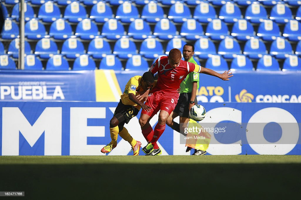 Roberto Chen (R) of Panama struggles for the ball with Paul Wilson (L) of Jamaica during the championship game of the U-20 CONCACAF zone in the Cuauhtemoc stadium on February 23, 2013 in Puebla, Mexico