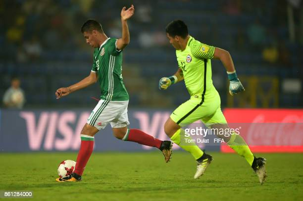 Roberto De La Rosa of Mexico in action during the FIFA U17 World Cup India 2017 group E match between Mexico and Chile at Indira Gandhi Athletic...