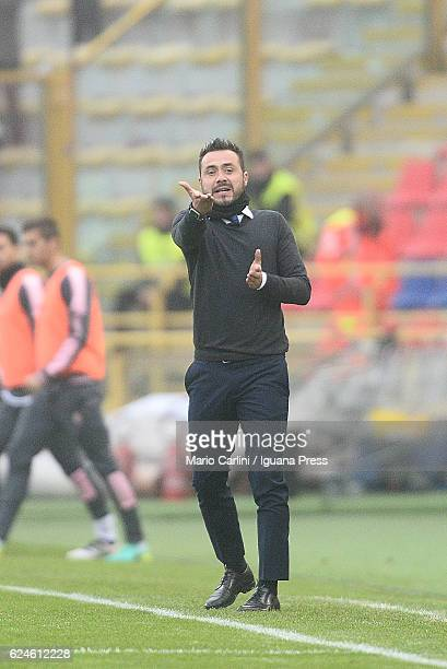 Roberto De Zerbi head coach of US Citta di Palermo gestures during the Serie A match between Bologna FC and US Citta di Palermo at Stadio Renato...