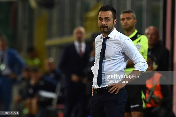 Roberto De Zerbi of Palermo looks on during the Serie A match between US Citta di Palermo and FC Torino at Stadio Renzo Barbera on October 17 2016 in...