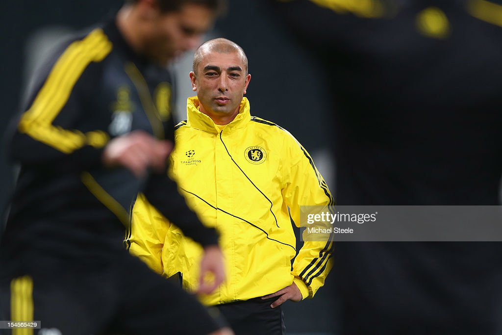 Roberto Di Mateo (C) the Chelsea manager looks on during the Chelsea Training ahead of the UEFA Champions League Group E match between Shakhtar Donetsk and Chelsea at Donbass Arena on October 22, 2012 in Donetsk, Ukraine.