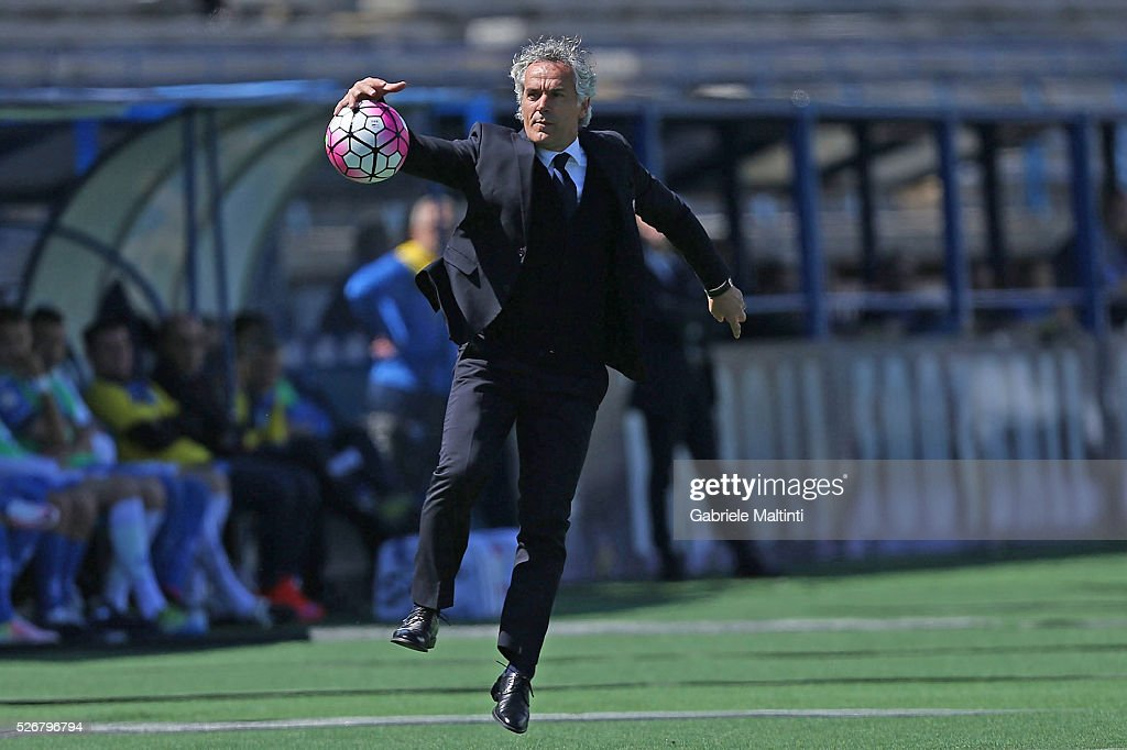 <a gi-track='captionPersonalityLinkClicked' href=/galleries/search?phrase=Roberto+Donadoni&family=editorial&specificpeople=654860 ng-click='$event.stopPropagation()'>Roberto Donadoni</a> manager of Bologna FC gestures during the Serie A match between Empoli FC and Bologna FC at Stadio Carlo Castellani on May 1, 2016 in Empoli, Italy.