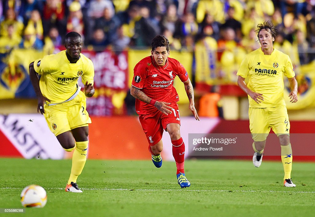 Roberto Firminho of Liverpool competes with Eric Bailly of Villarreal during the UEFA Europa League Semi Final: First Leg match between Villarreal CF and Liverpool on April 28, 2016 in Villarreal, Spain.