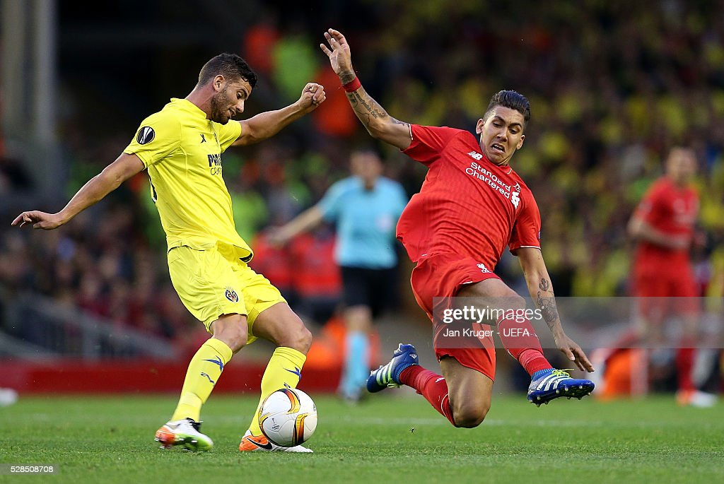 Roberto Firmino of Liverpool battles with Mateo Musacchio of Villarreal during the UEFA Europa League Semi Final second leg match between Liverpool and Villarreal CF at Anfield on May 05, 2016 in Liverpool, England.