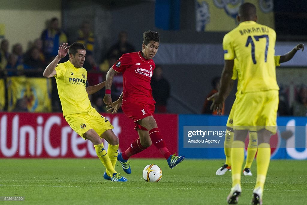 Roberto Firmino (C) of Liverpool in action during the UEFA Europa League Semi Final match between Villarreal and Liverpool at Estadio El Madrigal in Villareal, Spain on April 28, 2016.