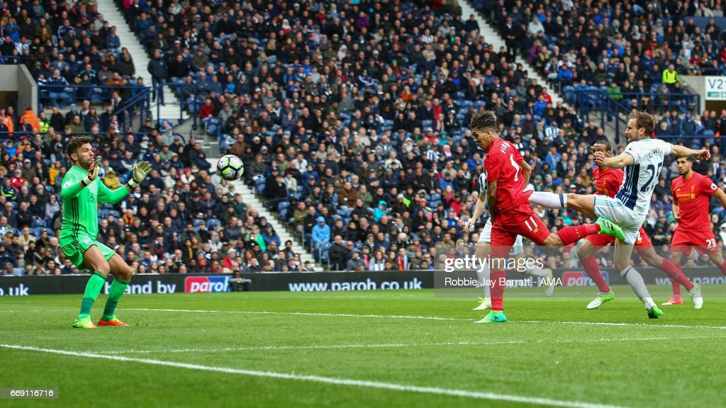 Roberto Firmino of Liverpool scores a goal to make it 0-1 during the Premier League match between West Bromwich Albion and Liverpool at The Hawthorns on April 16, 2017 in West Bromwich, England.