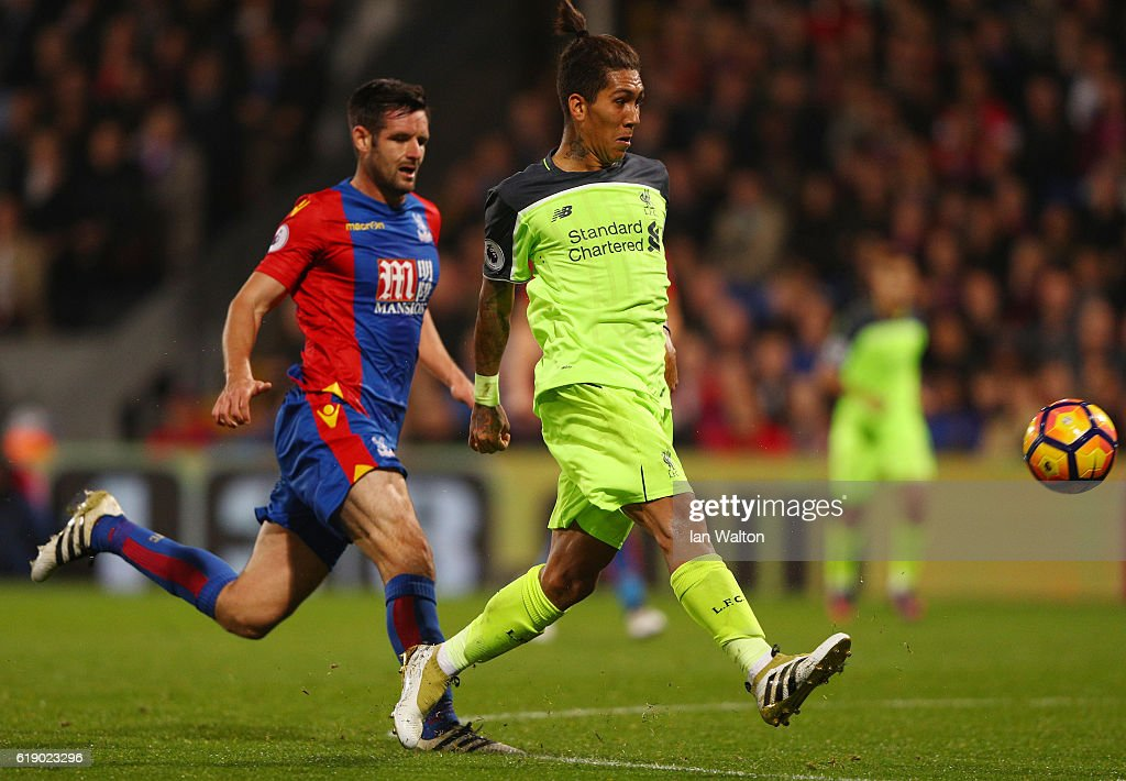 Roberto Firmino of Liverpool scores his team's fourth goal of the game during the Premier League match between Crystal Palace and Liverpool at Selhurst Park on October 29, 2016 in London, England.