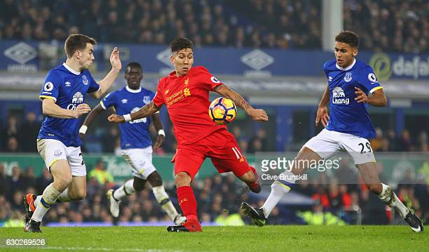 Roberto Firmino of Liverpool takes on Seamus Coleman and Dominic CalvertLewin of Everton during the Premier League match between Everton and...