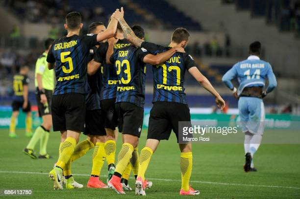Roberto Gagliardi of FC Internazionale celebrates a frist goal with his team mates during the Serie A match between SS Lazio and FC Internazionale at...