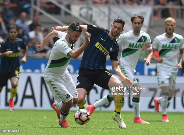 Roberto Gagliardini in action during the Serie A match between FC Internazionale and US Sassuolo at Stadio Giuseppe Meazza on May 14 2017 in Milan...