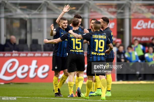 Roberto Gagliardini of FC Internazionale celebrates with his teammates after scoring a goal during the Serie A football match between FC...