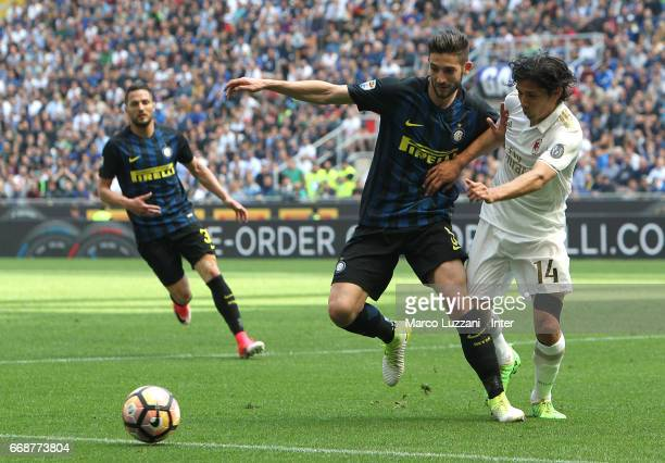 Roberto Gagliardini of FC Internazionale competes for the ball with Matias Fernandez of AC Milan during the Serie A match between FC Internazionale...