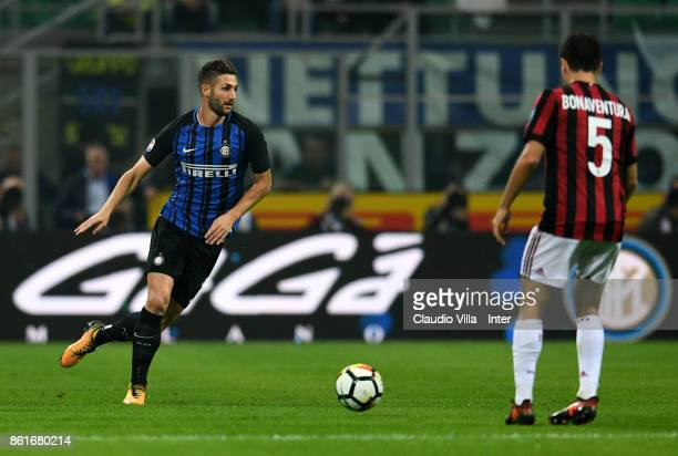 Roberto Gagliardini of FC Internazionale in action during the Serie A match between FC Internazionale and AC Milan at Stadio Giuseppe Meazza on...