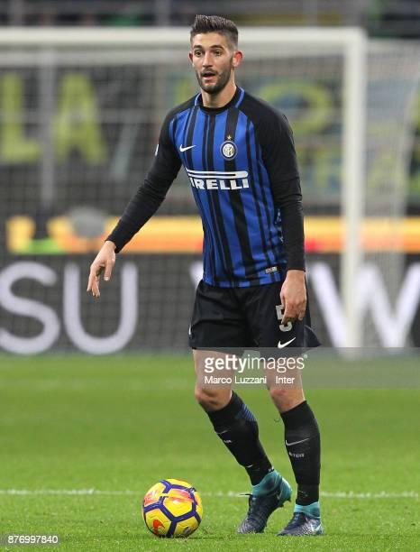 Roberto Gagliardini of FC Internazionale in action during the Serie A match between FC Internazionale and Atalanta BC at Stadio Giuseppe Meazza on...
