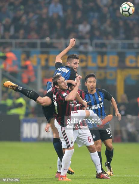 Roberto Gagliardini of FC Internazionale Milano competes for the ball with Lucas Biglia of AC Milan during the Serie A match between FC...