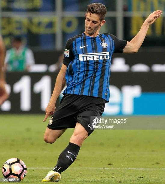 Roberto Gagliardini of FC Internazionale Milano in action during the Serie A match between FC Internazionale and Udinese Calcio at Stadio Giuseppe...