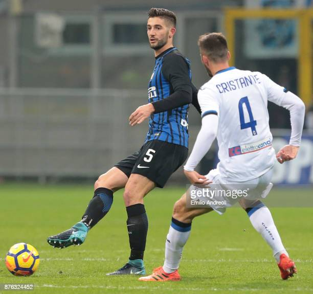 Roberto Gagliardini of FC Internazionale Milano is challenged by Bryan Cristante of Atalanta BC during the Serie A match between FC Internazionale...