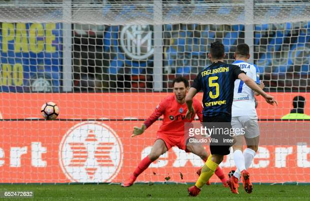 Roberto Gagliardini of FC Internazionale scores the sixth goal during the Serie A match between FC Internazionale and Atalanta BC at Stadio Giuseppe...