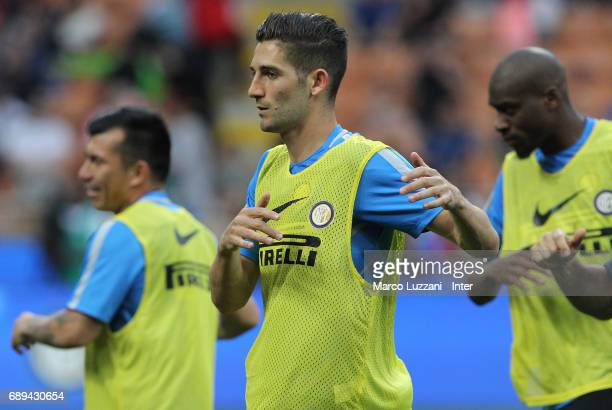 Roberto Gagliardini of FC Internazionale warms up ahead of the Serie A match between FC Internazionale and Udinese Calcio at Stadio Giuseppe Meazza...