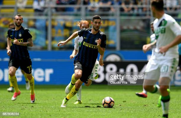 Roberto Gagliardini of FC Intrernazionale in action during the Serie A match between FC Internazionale and US Sassuolo at Stadio Giuseppe Meazza on...