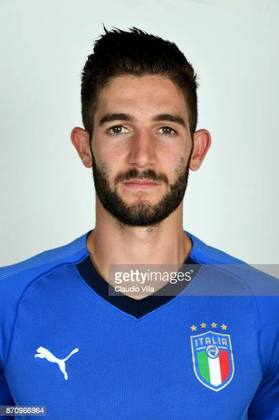 Roberto Gagliardini of Italy poses during the official portrait session at Coverciano on November 6 2017 in Florence Italy