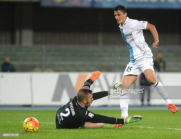Roberto Inglese of Chievo Verona scores his team's first goal during the Serie A match between AC Chievo Verona and UC Sampdoria at Stadio...