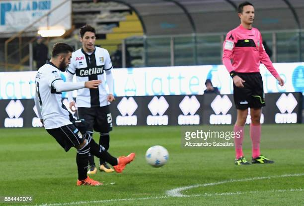 Roberto Insigne of Parma Calcio scores the opening goal during the Serie B match between Parma Calcio and Pro Vercelli FC at Stadio Ennio Tardini on...