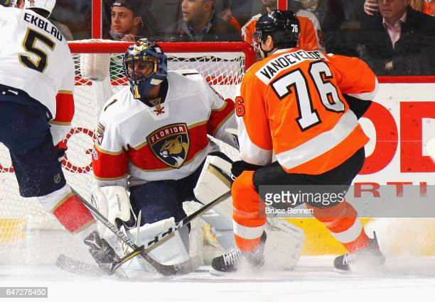 Roberto Luongo of the Florida Panthers defends the net against Chris VandeVelde of the Philadelphia Flyers during the first period at the Wells Fargo...