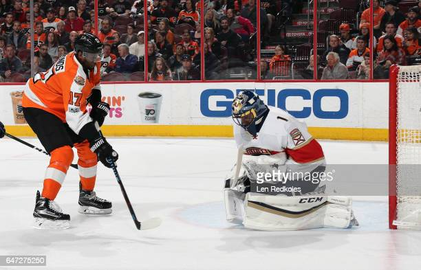 Roberto Luongo of the Florida Panthers holds on to the puck after a shot from Wayne Simmonds of the Philadelphia Flyers on March 2 2017 at the Wells...
