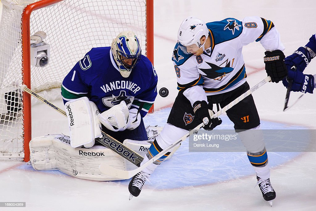 <a gi-track='captionPersonalityLinkClicked' href=/galleries/search?phrase=Roberto+Luongo&family=editorial&specificpeople=202638 ng-click='$event.stopPropagation()'>Roberto Luongo</a> #1 of the Vancouver Canucks eyes the shot of <a gi-track='captionPersonalityLinkClicked' href=/galleries/search?phrase=Joe+Pavelski&family=editorial&specificpeople=687042 ng-click='$event.stopPropagation()'>Joe Pavelski</a> #8 of the San Jose Sharks in Game Two of the Western Conference Quarterfinals during the 2013 NHL Stanley Cup Playoffs at Rogers Arena on May 3, 2013 in Vancouver, British Columbia, Canada.