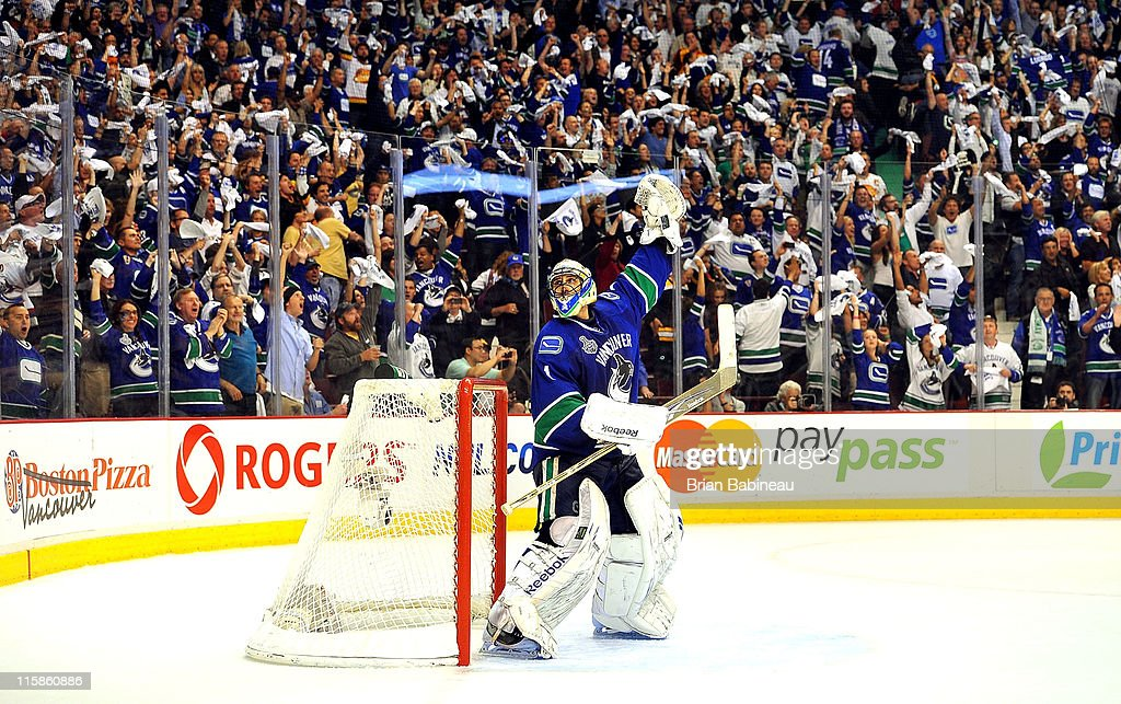<a gi-track='captionPersonalityLinkClicked' href=/galleries/search?phrase=Roberto+Luongo&family=editorial&specificpeople=202638 ng-click='$event.stopPropagation()'>Roberto Luongo</a> #1 of the Vancouver Canucks reacts just before the horn to end Game Five of the 2011 NHL Stanley Cup Finals with a 1-0 shut out of the Boston Bruins at the Rogers Arena on June 10, 2011 in Vancouver, Canada.