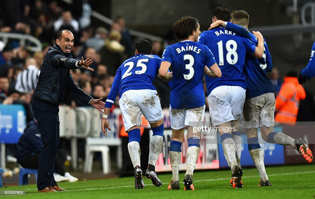 Roberto Martinez manager of Everton (L) celebrates with players as Tom Cleverley (not pictured) scores their first goal during the Barclays Premier League match between Newcastle United and Everton at St James' Park on December 26, 2015 in Newcastle upon Tyne, England.