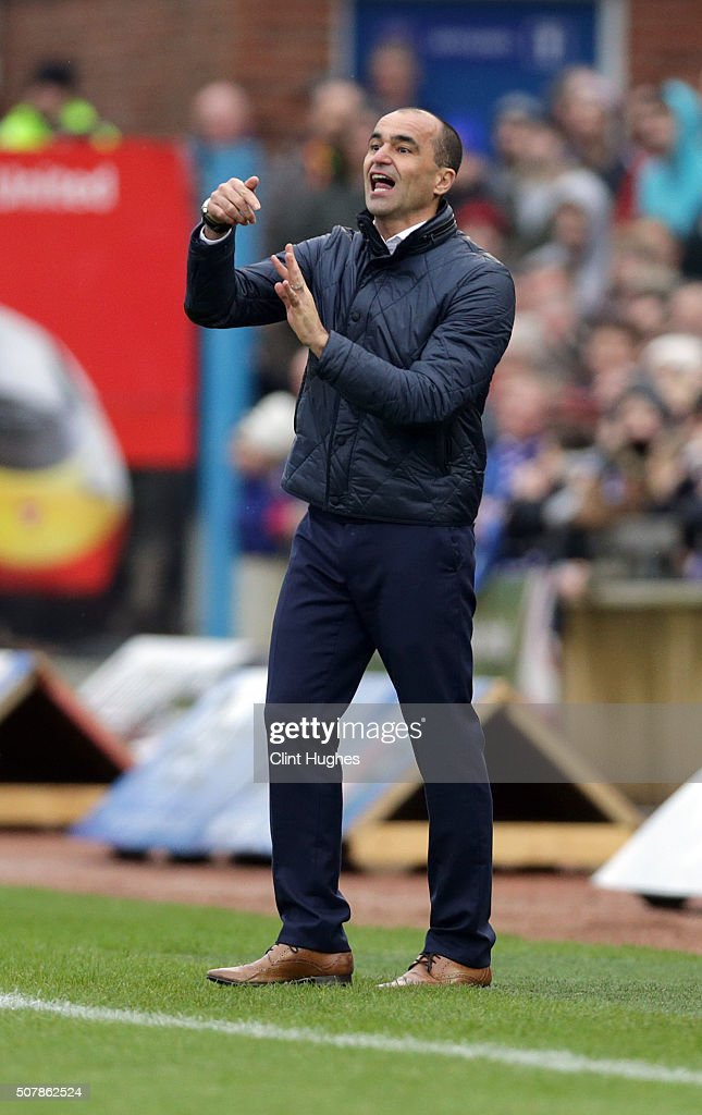 Roberto Martinez manager of Everton during the Emirates FA Cup Fourth Round match between Carlisle United and Everton at Brunton Park on January 31, 2016 in Carlisle, England.
