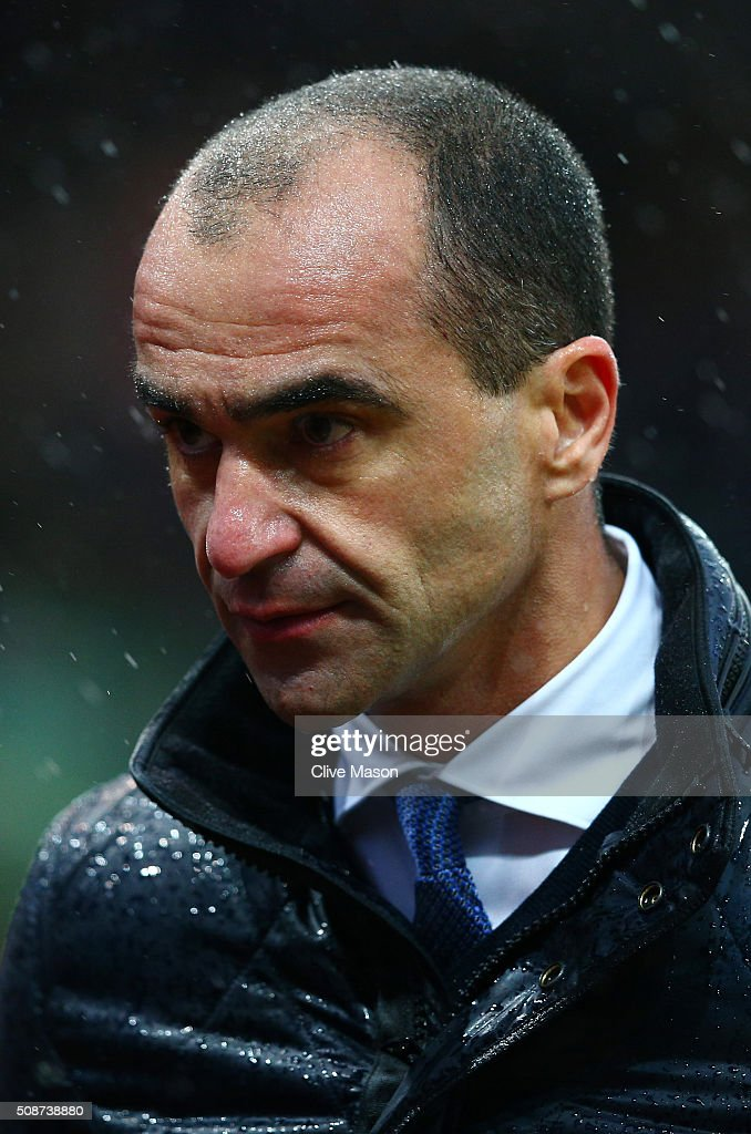 Roberto Martinez Manager of Everton looks on during the Barclays Premier League match between Stoke City and Everton at Britannia Stadium on February 6, 2016 in Stoke on Trentl, England.