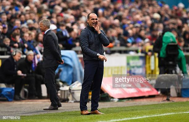 Roberto Martinez manager of Everton shouts instructions with Keith Curle manager of Carlisle United during the Emirates FA Cup Fourth Round match...
