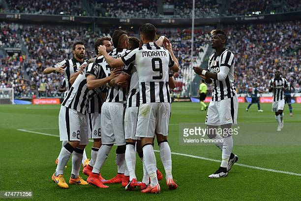 Roberto Maximiliano Pereyra of Juventus FC celebrates after scoring the opening goal with team mates during the Serie A match between Juventus FC and...