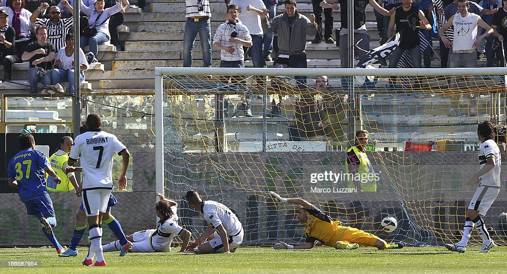 Roberto Maximiliano Pereyra (L) of Udinese Calcio scores their third goal during the Serie A match between Parma FC and Udinese Calcio at Stadio Ennio Tardini on April 14, 2013 in Parma, Italy.