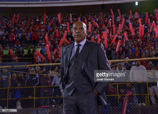 Roberto Mosquera coach of Wilstermann looks on during a first leg match between Wilstermann and River Plate as part the quarter finals of Copa...