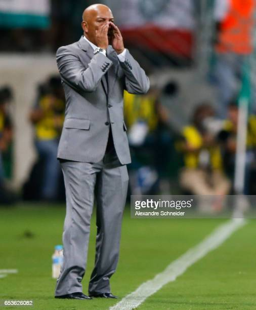 Roberto Mosquera head coach of Jorge Wiltersmann in action during the match between Palmeiras of Brazil and Jorge Wiltersmann of Bolivia for the Copa...