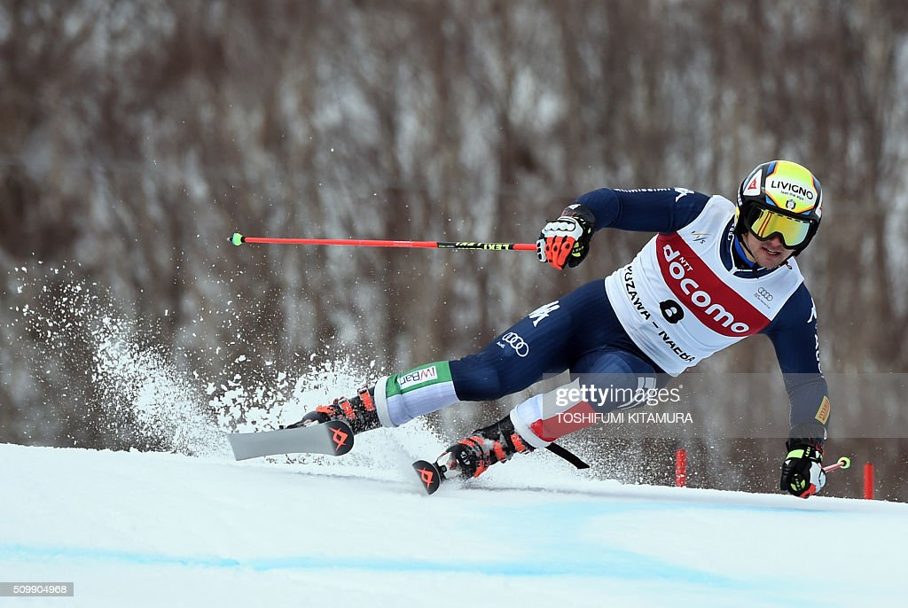 Roberto Nani of Italy skies down the course during his first run at the FIS Ski World Cup 2015/2016 6th men's giant slalom in Naeba, Niigata prefecture on February 13, 2016. AFP PHOTO / TOSHIFUMI KITAMURA / AFP / TOSHIFUMI KITAMURA