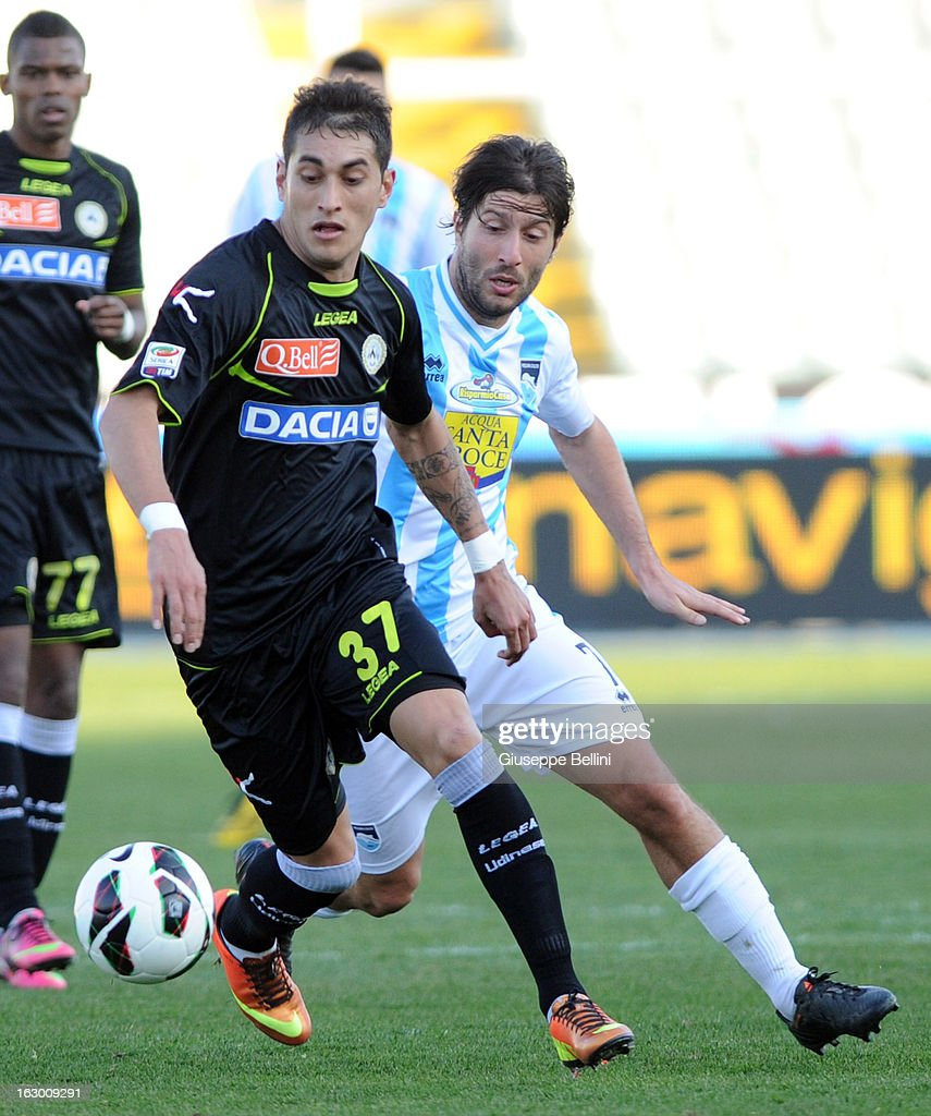 Roberto Pereyra of Udinese and <a gi-track='captionPersonalityLinkClicked' href=/galleries/search?phrase=Giuseppe+Sculli&family=editorial&specificpeople=727546 ng-click='$event.stopPropagation()'>Giuseppe Sculli</a> of Pescara in action during the Serie A match between Pescara and Udinese Calcio at Adriatico Stadium on March 3, 2013 in Pescara, Italy.