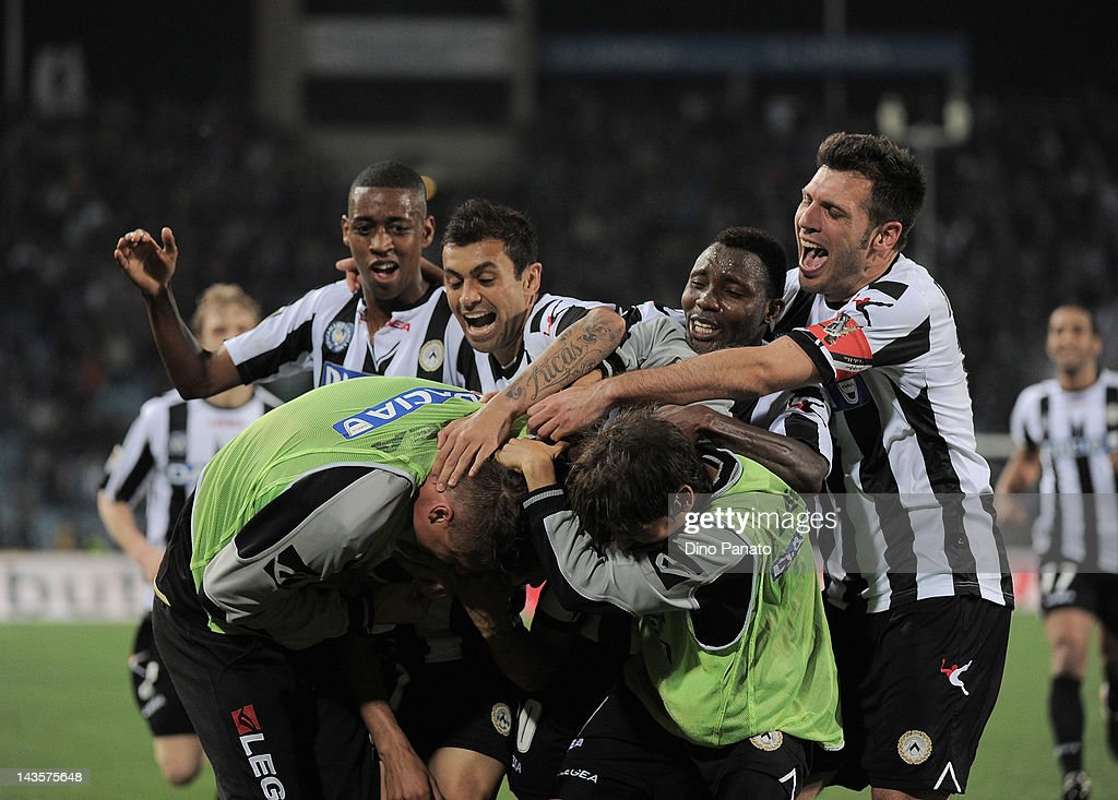 Roberto Pereyra of Udinese celebrates with team mates after scoring during the Serie A match between Udinese Calcio and SS Lazio at Stadio Friuli on...